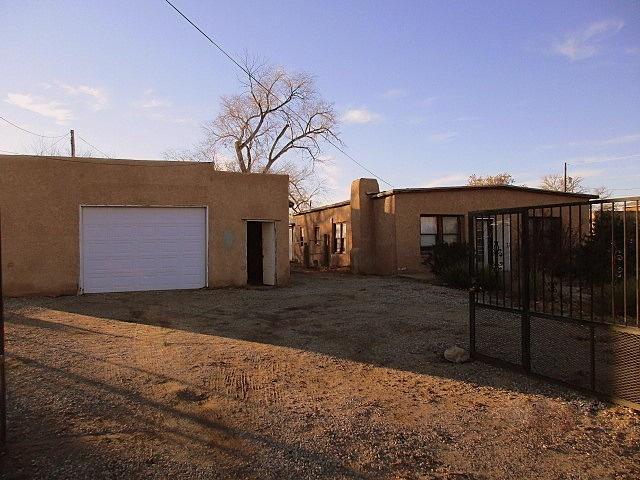 1433 Goff Boulevard SW, Albuquerque, NM 87105