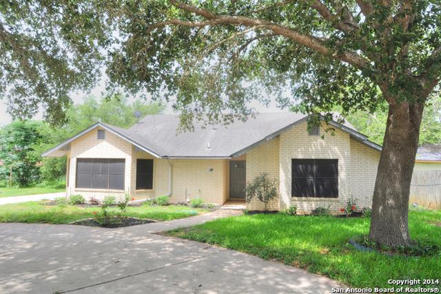 305 11th St, Stockdale, TX 78160