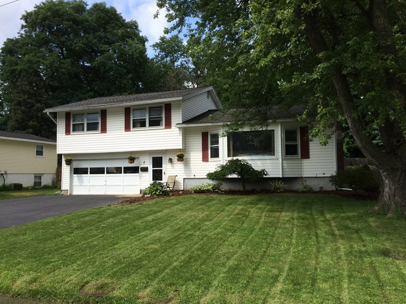 5 Maryland Ln, Clay, NY 13090 13090 | MLS# S318393 | Coldwell Banker