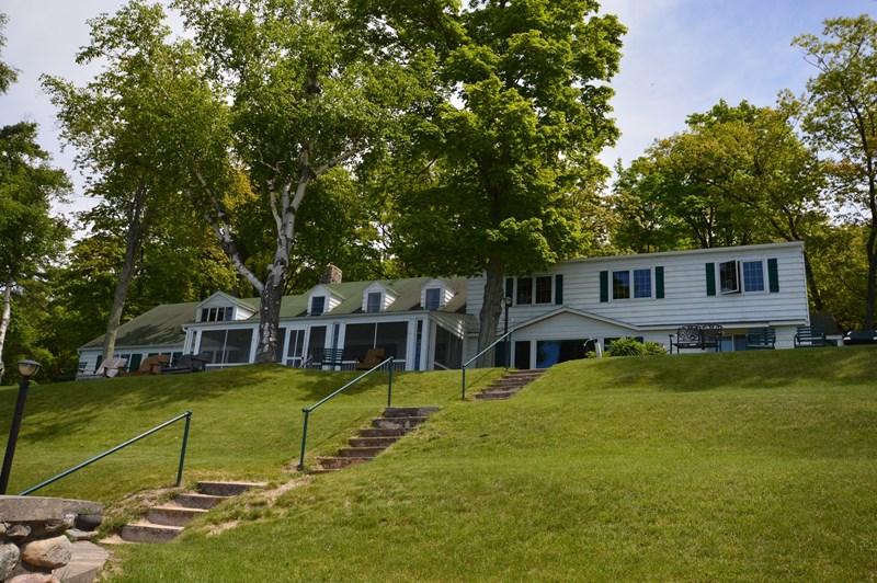 29 N Manitou Trail, Lake Leelanau, MI 49653