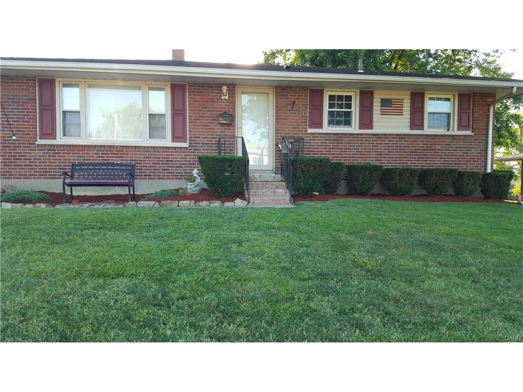 827 Woodhill Rd, Riverside, OH 45431