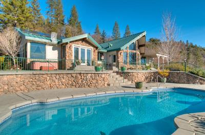 19200 Mountain Maple Road, Lakehead, CA 96051