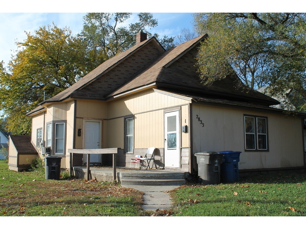 2833 E Walnut ST, Des Moines, IA 50317