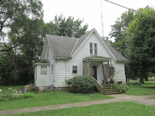 110 W 5th St, Long Point, IL 61333