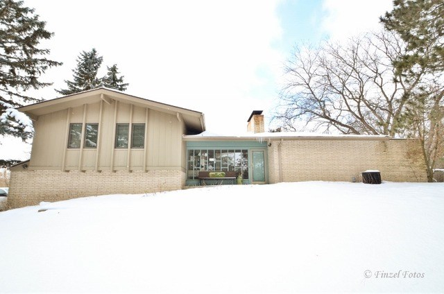 4101 Oakridge Rd, Crystal Lake, IL 60012