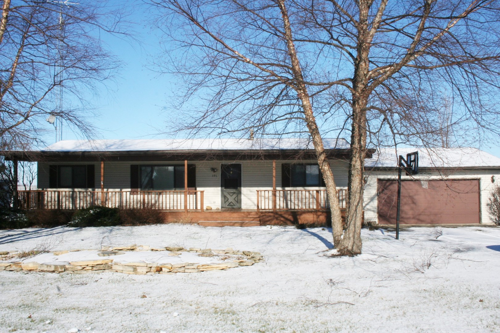 391 Erickson Gate Dr, Lee, IL 60530