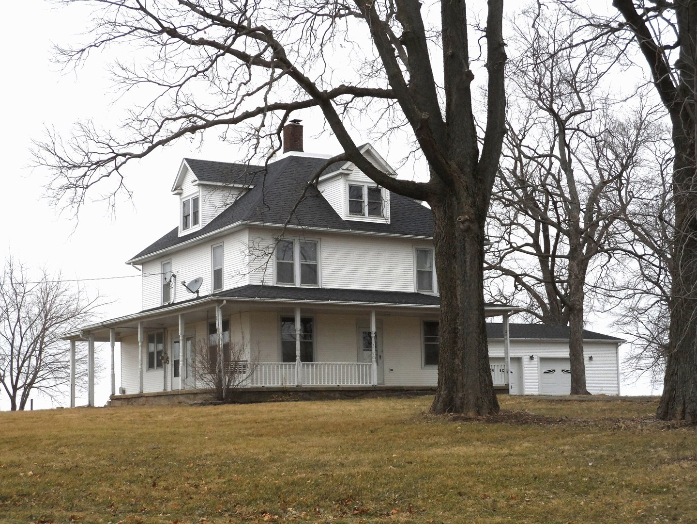1898 Bucks Pond Rd, Monticello, IL 61856