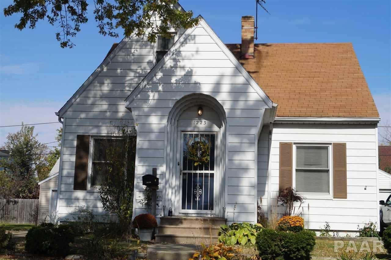 1223 E Forrest Hill, Peoria, IL 61603