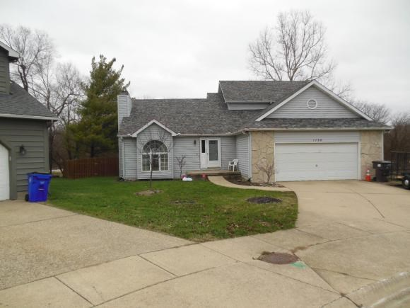 1130 W Pineview Ct, Decatur, IL 62526