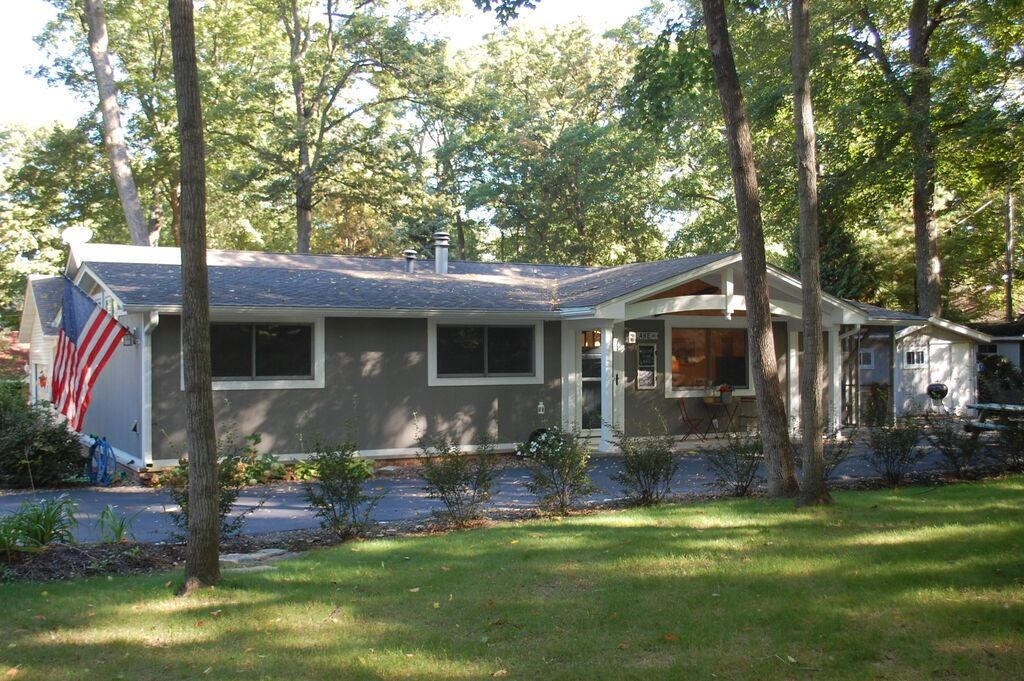 N1532 Shore Haven Dr, Fontana, WI 53125