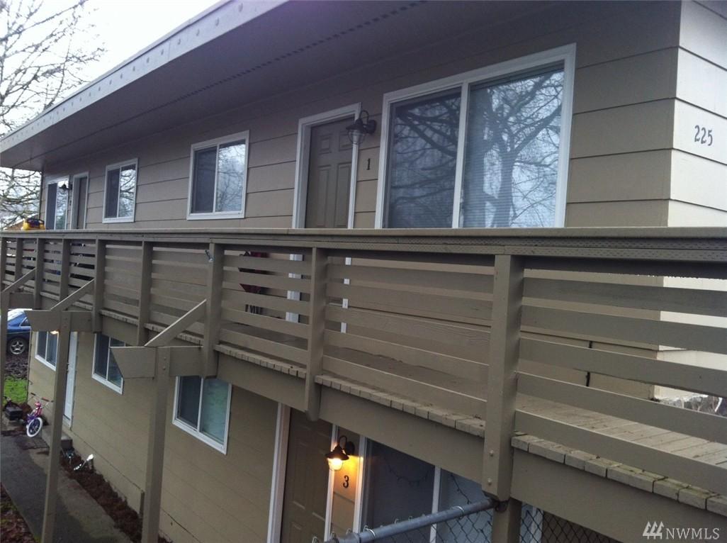 225 SW Warren St, Castle Rock, WA 98611