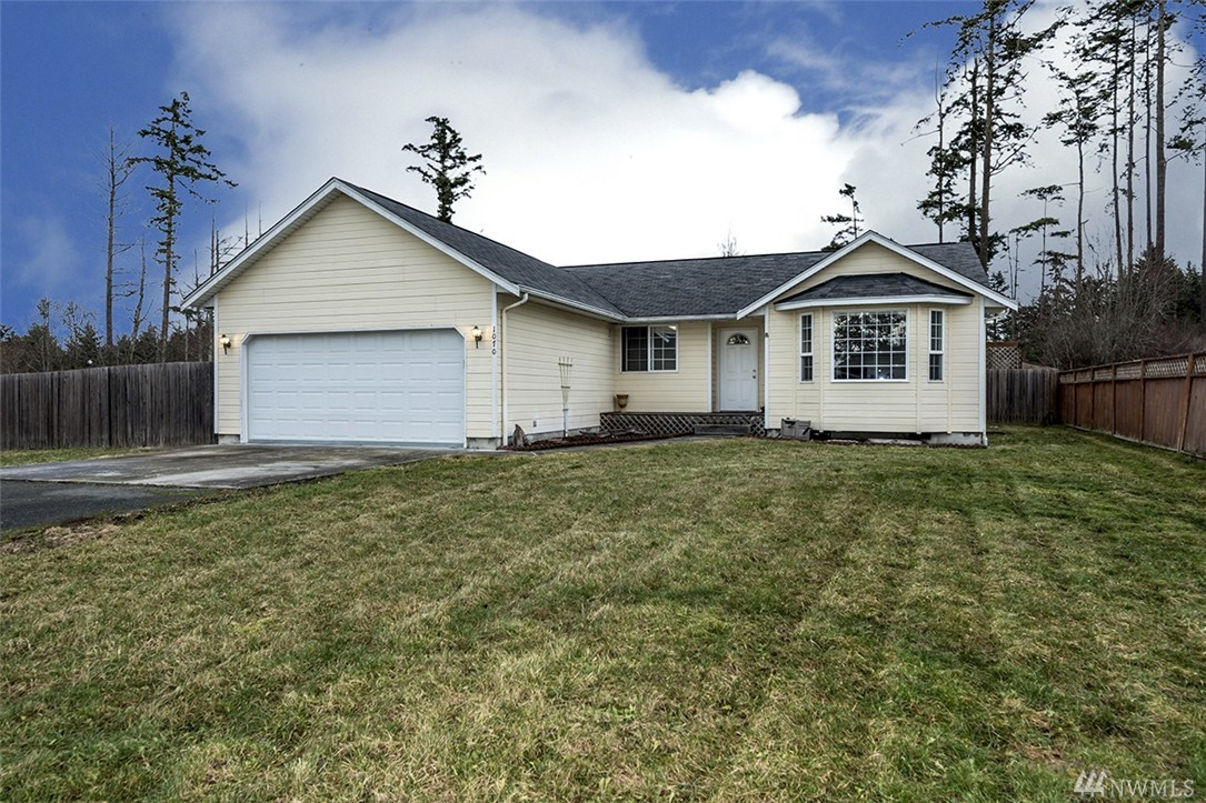 1070 Sidney St, Oak Harbor, WA 98277