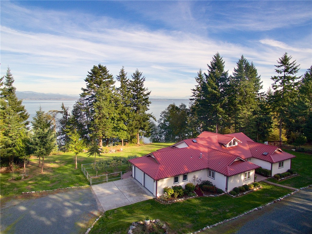 2728 Strawberry Point Rd, Oak Harbor, WA 98277