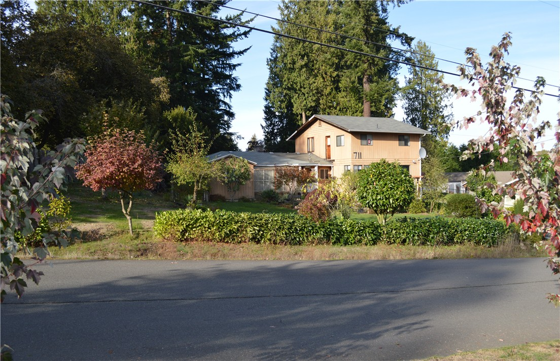 711 Bing Rd, Lynnwood, WA 98036