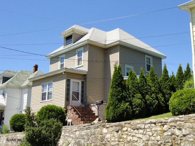 811 Roosevelt Avenue, Roaring Spring, PA 16673