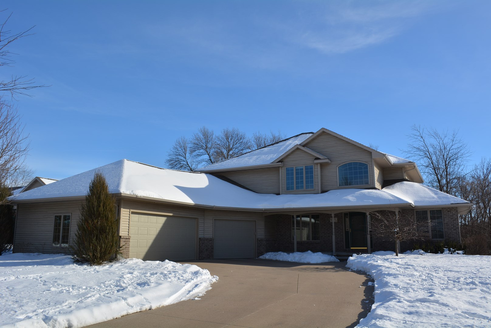 611 Glenview Avenue, Combined Locks, WI 54113