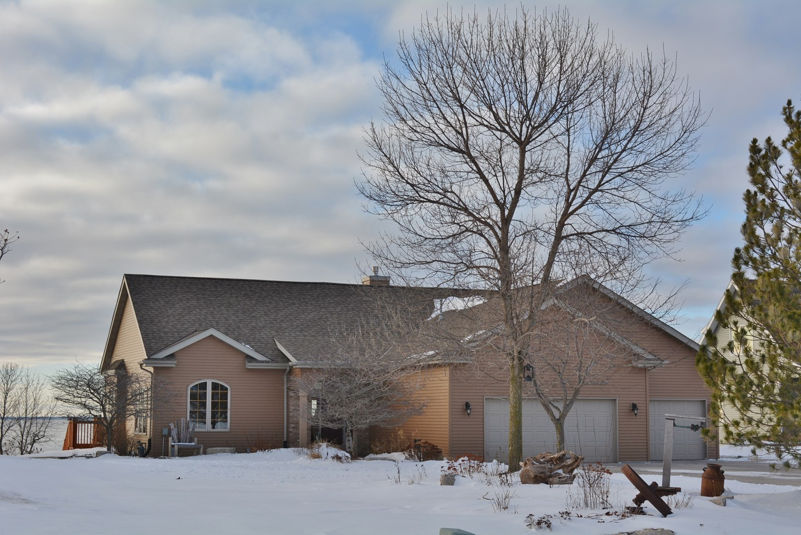 1137 Paramount Dr, Chilton, WI 53014
