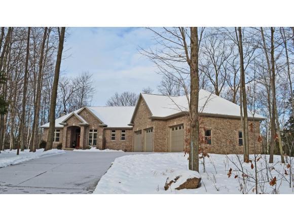 2860 River Forest Hills Dr, Pulaski, WI 54162
